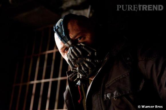 Le nouveau méchant, c'est Bane. Et il est méga musclé et super fort. Gare à toi Batman !