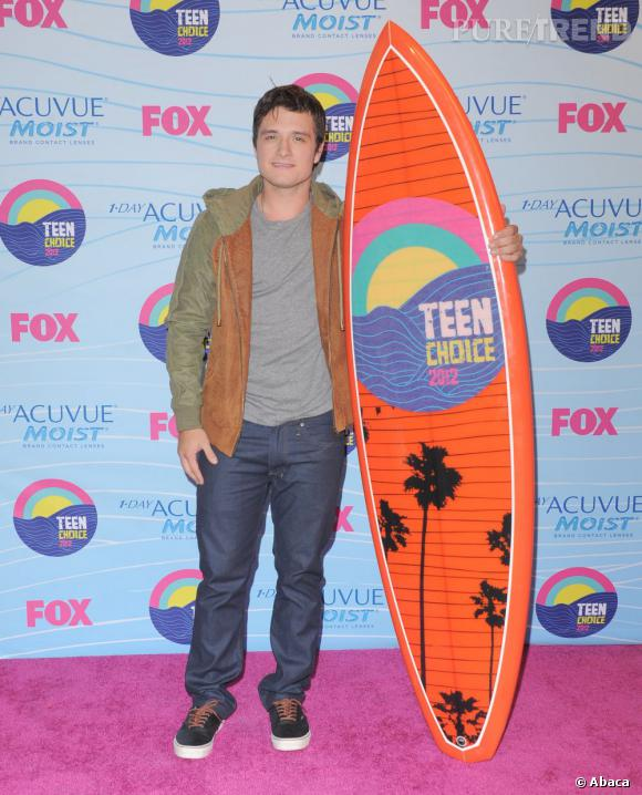 """Josh Hutcherson vient recevoir les récompenses de la saga """"The Hunger Games"""", la relève de """"Twilight est déjà là."""