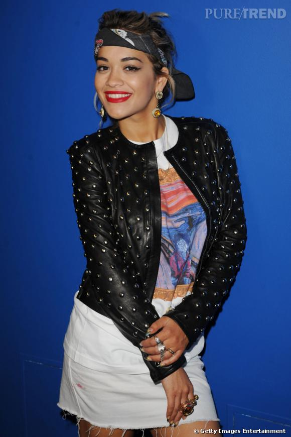Rita Ora est sur la bonne voie : la pose y est mais le style toujours pas.