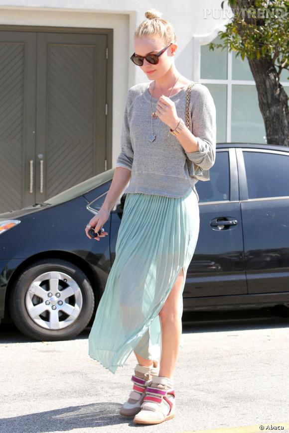En 2012, on associe baskets et jupe. Surtout si ce sont les Bekket d'Isabel Marant comme Kate Bosworth.