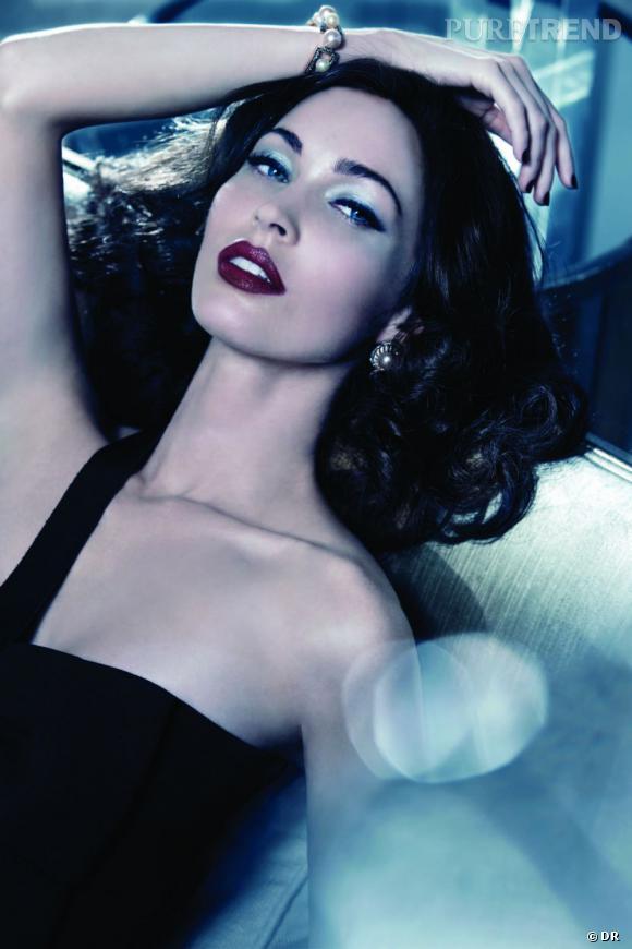 Megan Fox se fait glamour pour Armani.