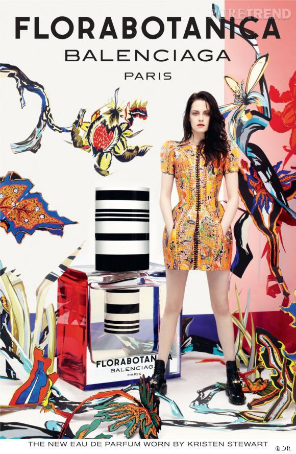Kristen Stewart pose pour la fragrance Florabotanica de Balenciaga.