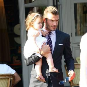 David Beckham, papa poule avec Harper à Londres.