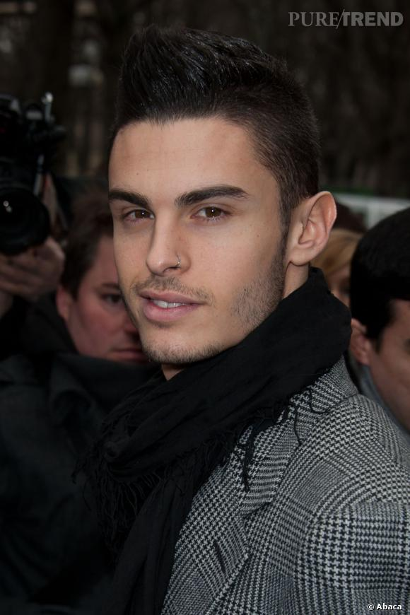 out le piercing de baptiste giabiconi est il son seul probl me puretrend. Black Bedroom Furniture Sets. Home Design Ideas