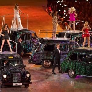 Les Spice Girls twiste le traditionnel cab anglais.