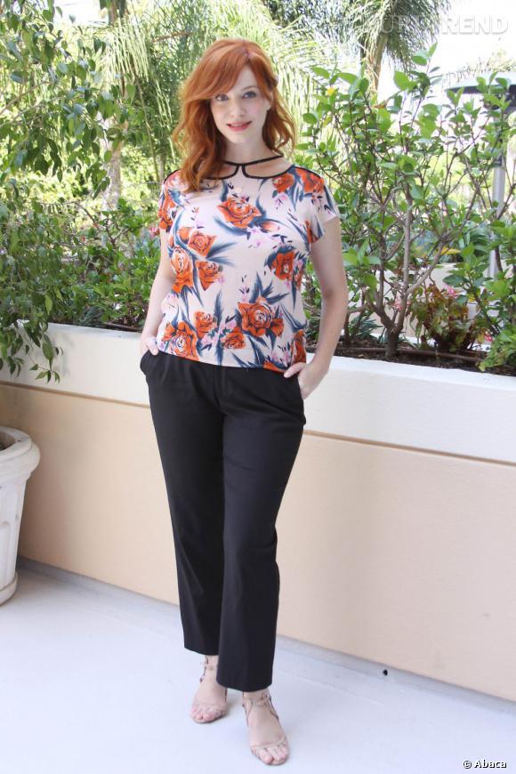 L'imprimé fleuri :  Christina Hendricks prend des airs de mamie avec son motif floral trop imposant et son pantalon trop court.