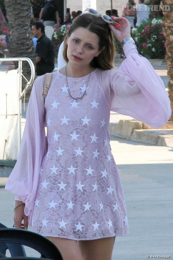 L'imprimé étoilé :  Mischa Barton semble avoir piqué le déguisement de princesse de Suri Cruise... Qu'arrive-t-il à la fashionista ?