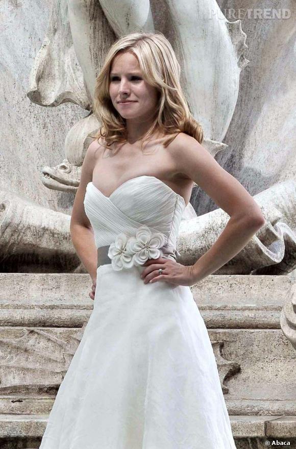 """Le top Kristen Bell :  Oh la jolie mariée ! On aurait aimé que ce soit son vrai mariage, mais ce n'est que le tournage de """"C'était à Rome"""""""