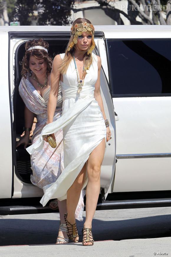 """Le top AnnaLynne McCord :  Autre déguisement pour """"90210"""", mais cette fois, l'actrice choisit d'être une déesse grecque. Magique !"""
