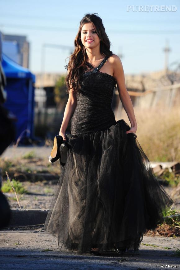 """Le top Selena Gomez :  La chanteuse prend toujours soin d'arborer de jolies tenues pour ses clips vidéos. Elle se surpasse pour """"Graffiti"""""""
