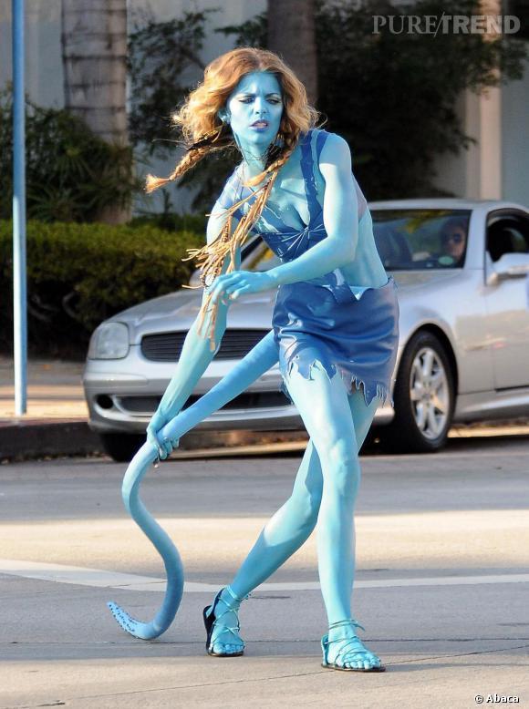 """Le flop AnnaLynne McCord :  D'accord, c'est pas vraiment un flop vu que le déguisement d'""""Avatar"""" est parfaitement réalisé, mais c'est la première fois qu'on ne voit pas la star parfaitement apprêtée"""