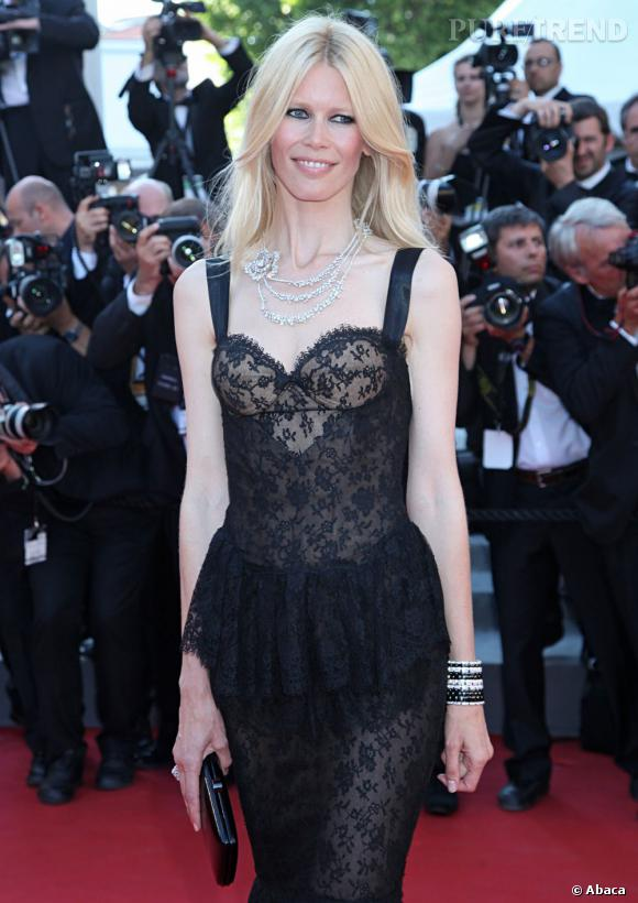 Claudia Schiffer fête aujourd'hui ses 42 ans.
