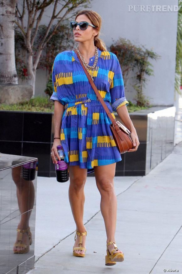 Eva Mendes nous donne une belle leçon de style dans ce look aux influences 70's.