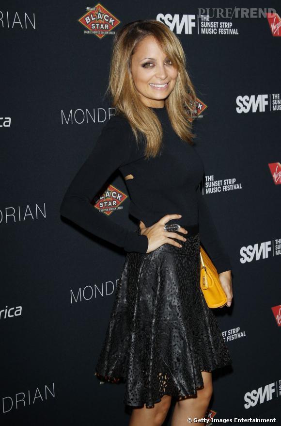Nicole Richie, sexy avec sa jupe en cuir façon dentelle.