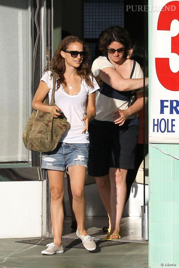 Natalie Portman, le mini short lui va si bien.