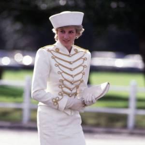 Lady Diana, beauté immaculée pour la parade de l'armée en 1987.