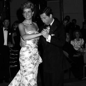Lady Diana danse au côté de son époux en Australie... Une photo qui a fait le tour du monde.