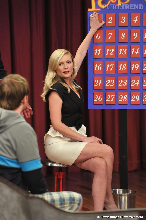 """Kirsten Dunst assure la promotion du film """"Bachelorette"""" sur le plateau de l'émission """"Late show with Jimmy Fallon"""" à New York."""