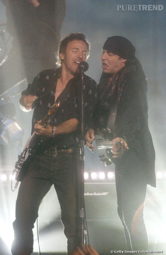 """En 2002 Bruce Springsteen et E Street Band commémorent le 11 septembre avec la chanson """"The Rising""""."""