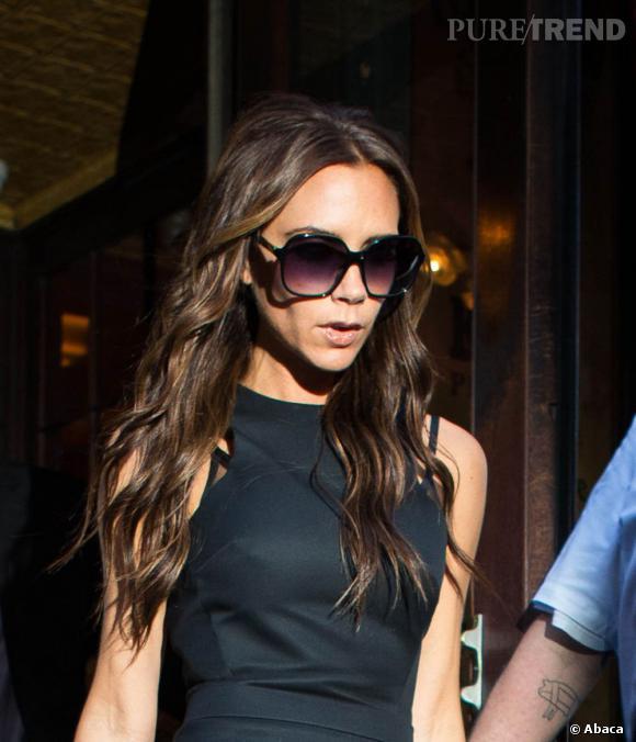 Si Victoria Beckham évite avec soin les paparazzis, elle prend un malin plaisir à photographier et tweeter sa vie...