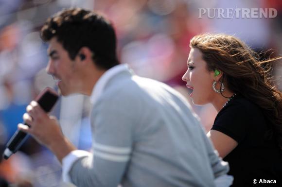 Demi Lovato et Joe Jonas sont sortis ensemble... Séparés depuis, les deux chanteurs sont évidemment amenés à se recroiser souvent. Mais rien de grave, ils sont restés amis !