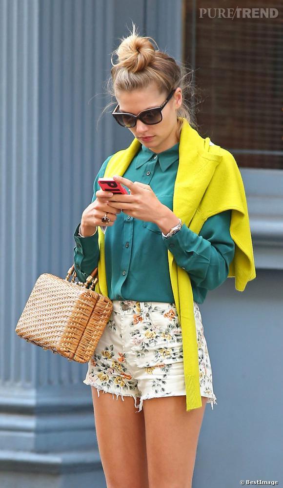 Comme Chloe Sevigny, Jessica Hart n'hésite pas à mixer les couleurs et les tendances.