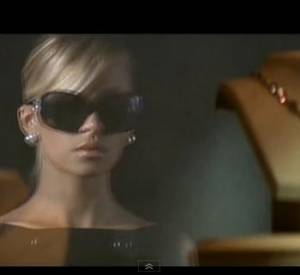 "Nicole Richie dans le clip ""I call it love"" de son père Lionel."