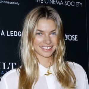 Les stars et les dents du bonheur Le top australien Jessica Hart s'offre la couverture de Sports Illustrated et devient égérie Victoria's Secret glamourisant un peu plus les dents du bonheur.