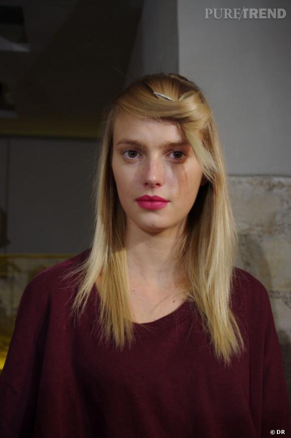 Sigrid Agren porte très bien la bouche acidulée qui joue le contraste de la femme enfant avec son blond bébé.