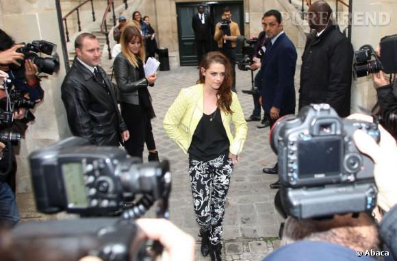 Kristen Stewart au défilé Balenciaga à Paris.
