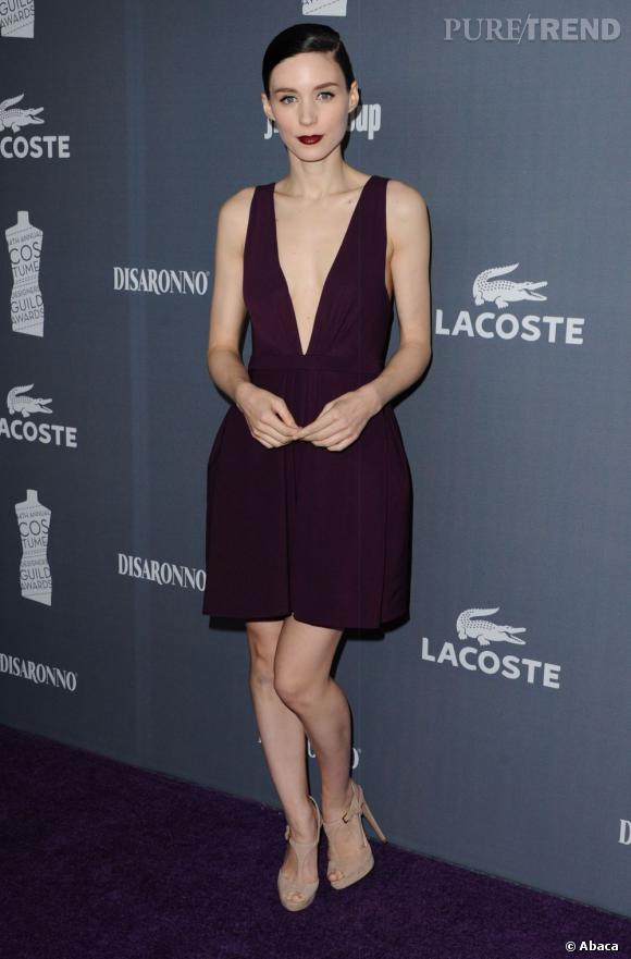 Rooney Mara assortit son rouge à sa robe.