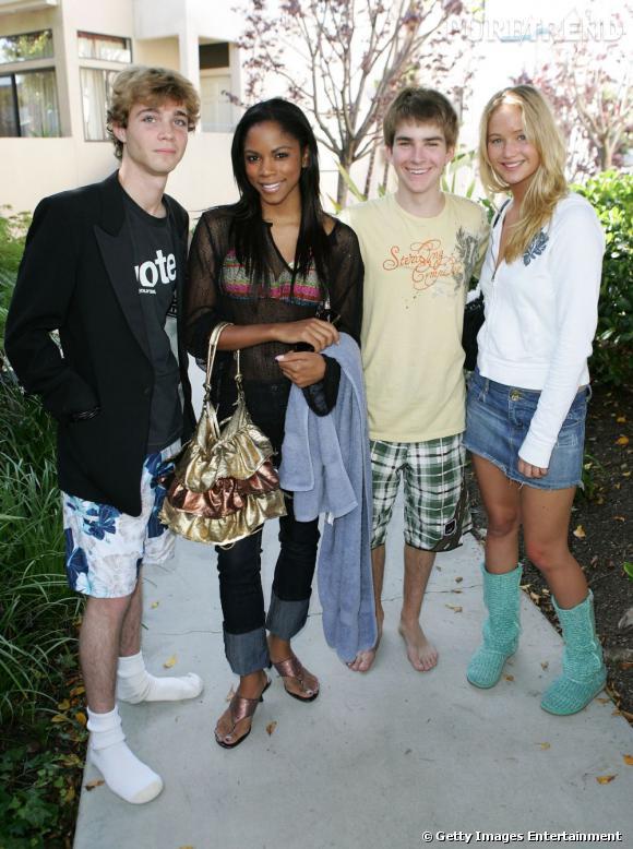 2007 : La mini en jean avec les bottes en laine ? un peu cheap. On lui pardonne volontiers : elle n'a que 17 ans à l'époque.