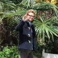 Simon Baker en balade à Paris reste très mode.