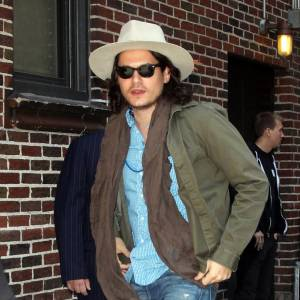 On le confondrait presque avec John Depp.