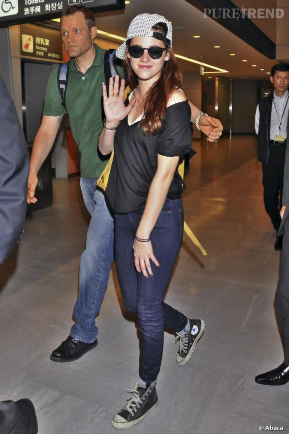 Kristen Stewart arrive à Tokyo.