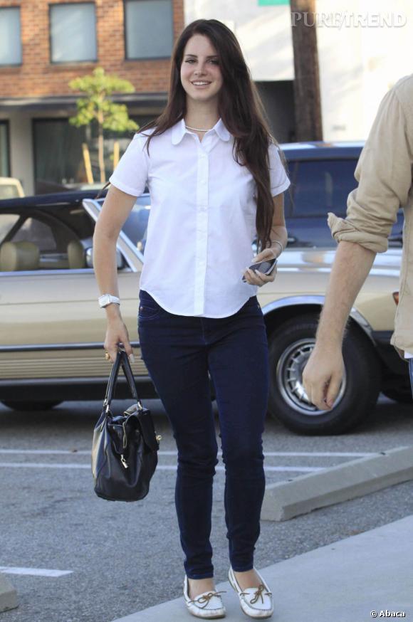 Si elle ouvre un peu plus son col, l'idée est la même pour Lana.