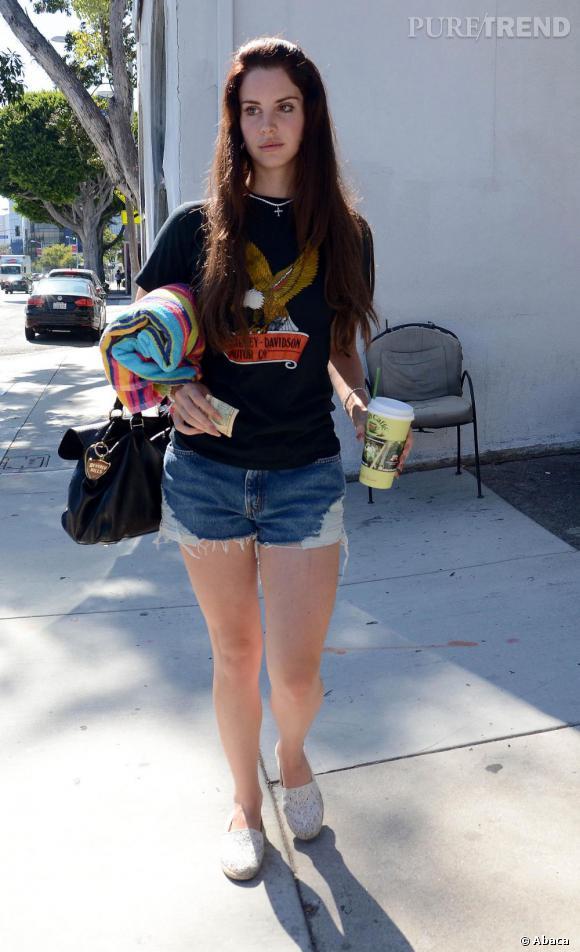 T-shirt vintage aussi pour Lana Del Rey mais un modèle Harley Davidson.