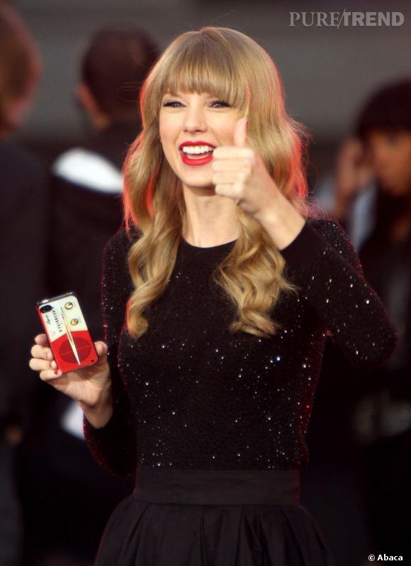 """""""Red"""" devient l'album à s'être le mieux vendu en première semaine depuis 2002 avec 1,2 million d'exemplaires."""