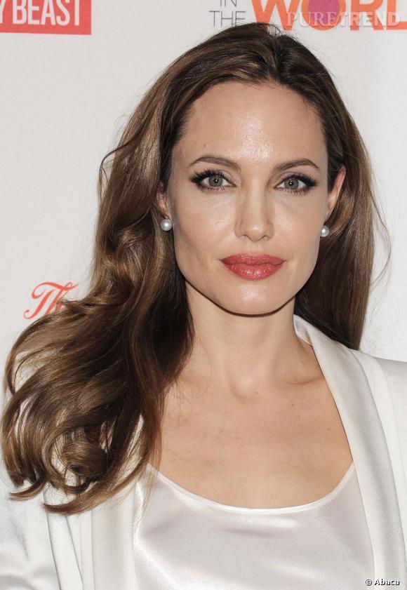 Angelina Jolie s'est elle aussi laissé tenter par la tendance. Une jolie façon d'apporter une touche de glamour à son look.