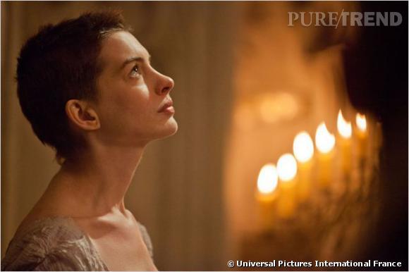 Anne Hathaway n'a pas hésité à se raser la tête pour incarner le rôle de Fantine.