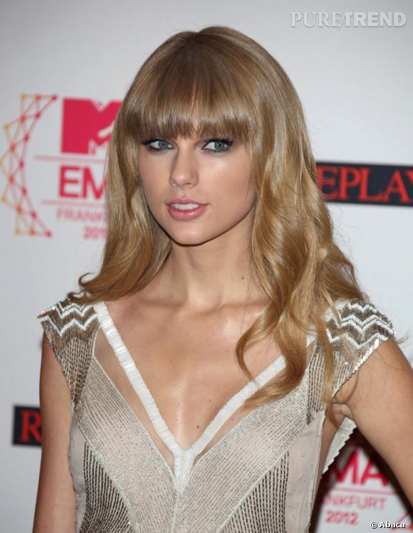 Populaire préféré Taylor Swift innove peu et laisse de nouveau ses longs cheveux &CK_63