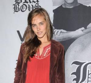 """Et paf, rebelote en 2008 toujours. Shia Labeouf affime être sorti avec son autre co-star de """"Transformers"""" : Isabel Lucas. Elle aussi avait un petit-ami à l'époque. Shia, briseur de couple ?"""