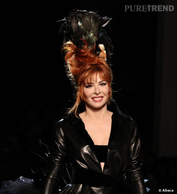 En 2011 La Chanteuse A Ete Transformee En Mariee Gothique