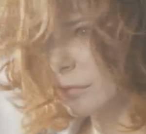 """Découvrez le nouveau clip de """"A l'ombre"""" de Mylène Farmer."""