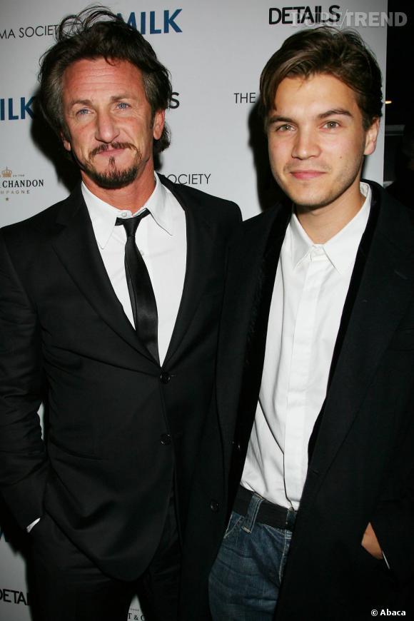 """En 2007, Sean Penn prend sous son aile un jeune acteur : Emile Hirsch. Il le fait tourner dans son film """"Into The Wild"""". Depuis, les acteurs enchainent les films ensemble et s'avouent bons amis."""