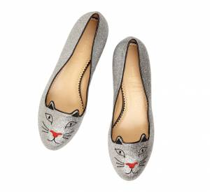 Must have : la collection Noël de Charlotte Olympia Slippers Glitter Kitty, environ 615 €