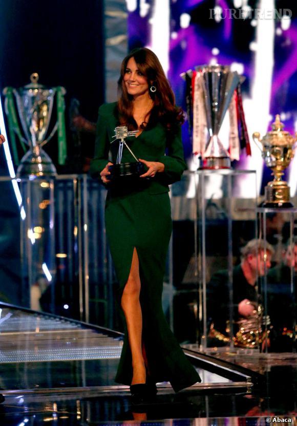 Kate Middleton mise sur une robe du soir émeraude Alexander McQueen pour sa première apparition depuis l'annonce de sa grossesse.
