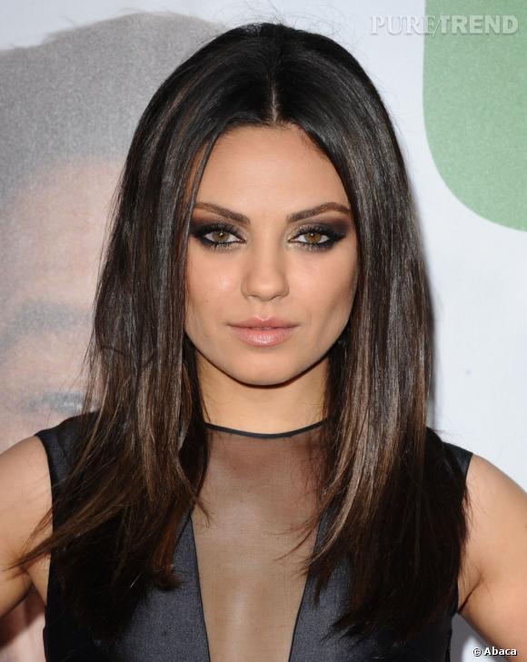 Les plus beaux make-up de 2012 : On copie sans tarder le regard charbonneux et irisé de Mila Kunis.