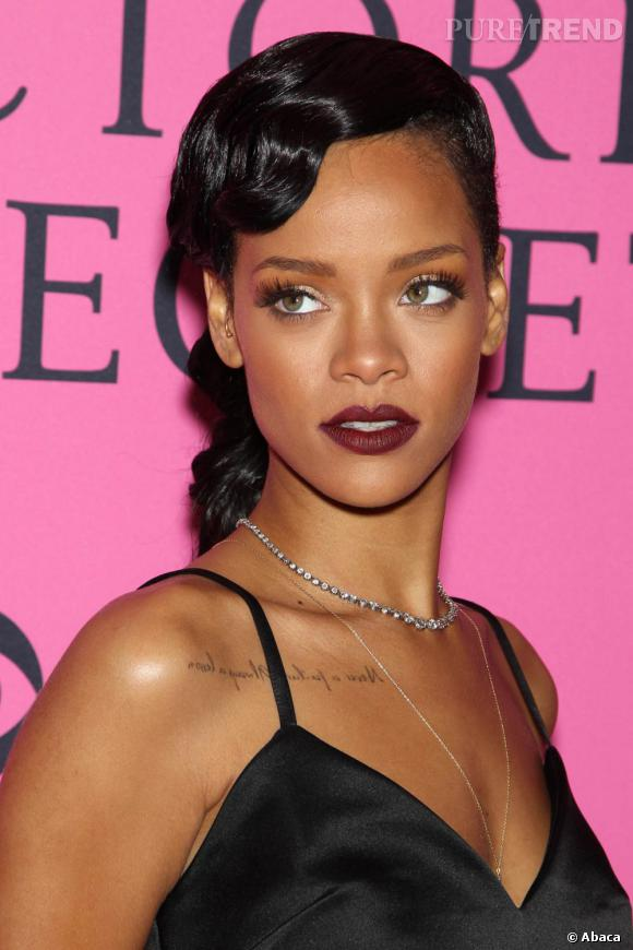 Les plus beaux make-up de 2012 : Venue chanter lors du défilé Victoria's Secret, Rihanna a misé sur un beauty look rétro.
