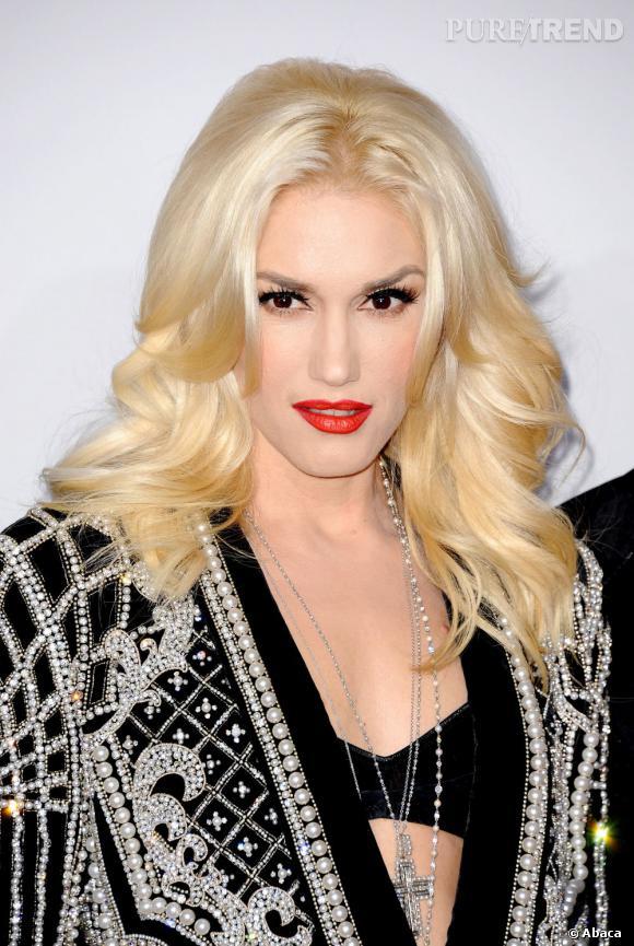 Les plus beaux make-up de 2012 : Eyeliner noir et bouche rouge carmin, deux classiques parfaits sur Gwen Stefani.